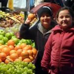 Klasse 1a besucht den Wochenmarkt